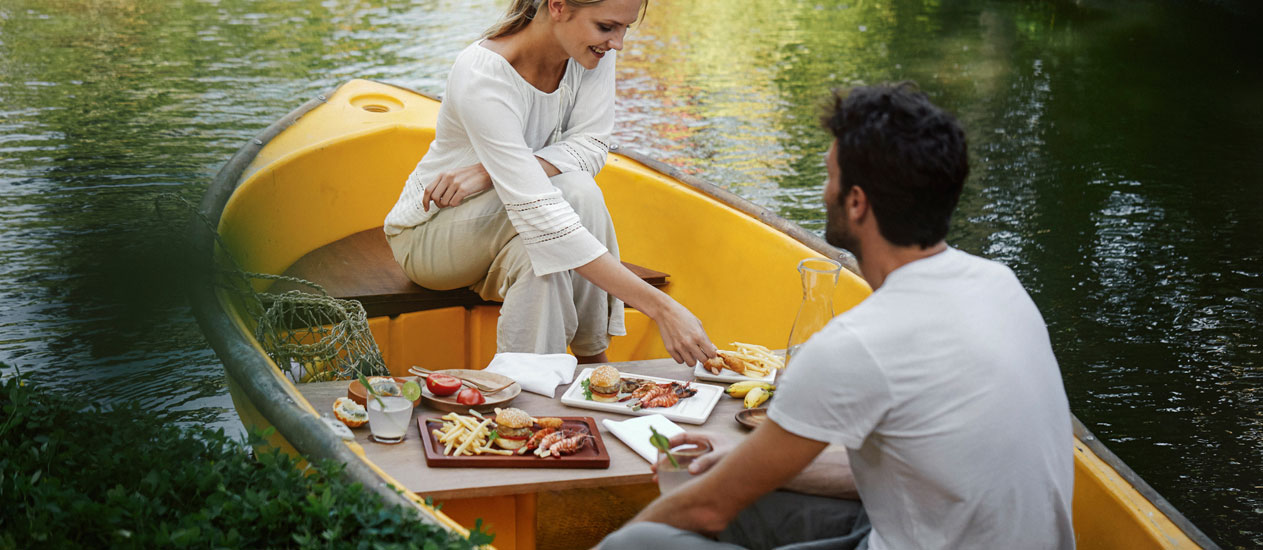 Picnic Lunch by The Boat, Ubud Picnic Lunch Experience, Kamandalu Ubud, Bali